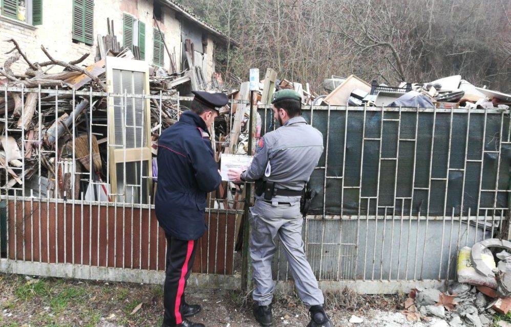 I carabinieri di Casale Monferrato scoprono una discarica abusiva contenente anche amianto