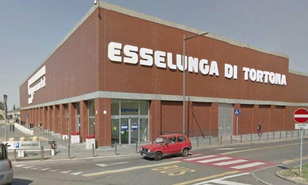 Ruba alcolici all'Esselunga di Tortona per 390 euro, nei guai un italiana di 44 anni denunciata dai Carabinieri