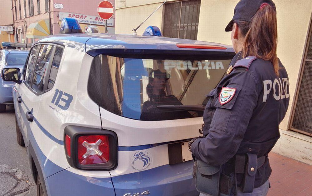 Due interventi della Polizia di Stato a Ventimiglia.  Un sanremese indagato per furto e allontanato dalla città con foglio di via.