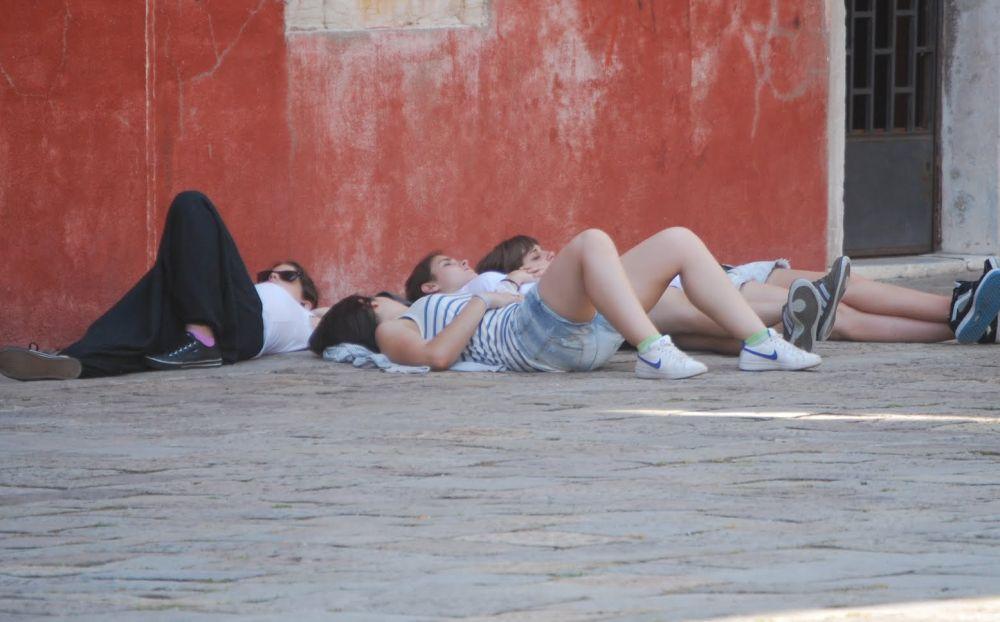 A Diano Marina trovati 6 piemontesi minorenni abbandonati dai genitori. I vigili intensificano i controlli/La storia
