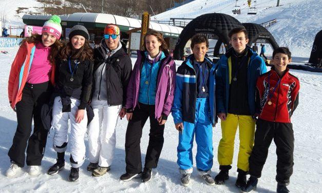 """Strepitoso successo dei giovani della scuola media """"Luca Valenziano"""" di Tortona che conquistano i campionati studenteschi di sci"""