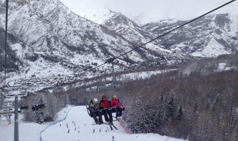 """Gli studenti del """"Marconi"""" di Tortona fanno ginnastica sulle piste da sci di Bardonecchia"""