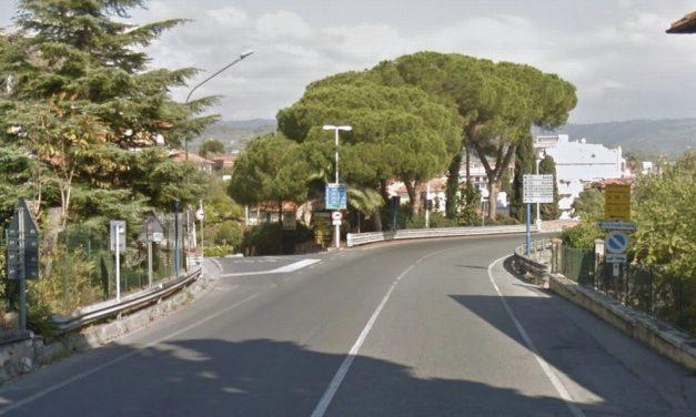 Schianto sull'Aurelia all'ingresso di Diano Marina, grave un giovane trasportato a Pietra Ligure