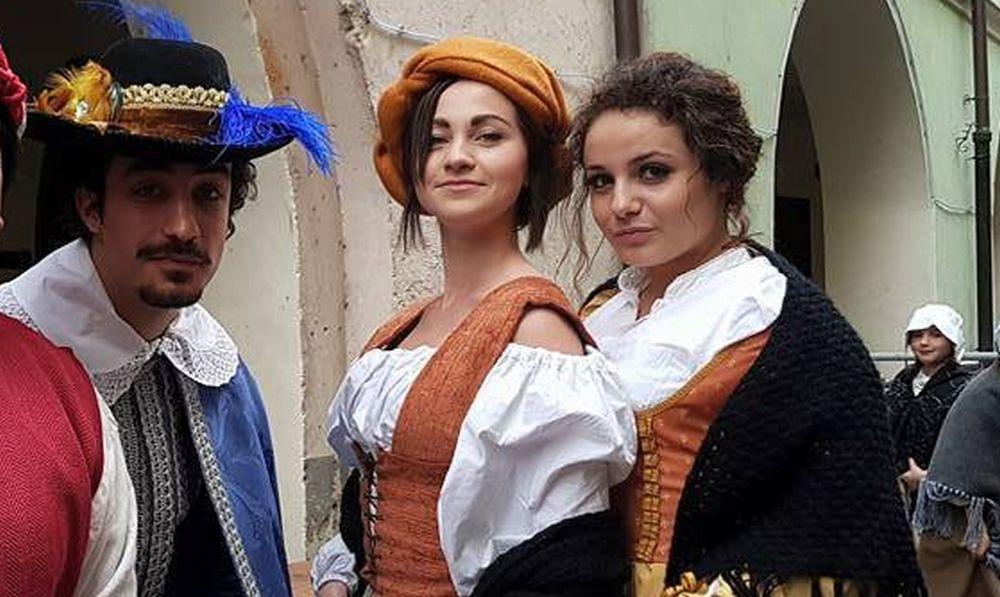 """La showgirl Desirée Nossa di Bartolomeo scelta per i """"Quadri viventi"""" medioevali ad Arma di Taggia"""