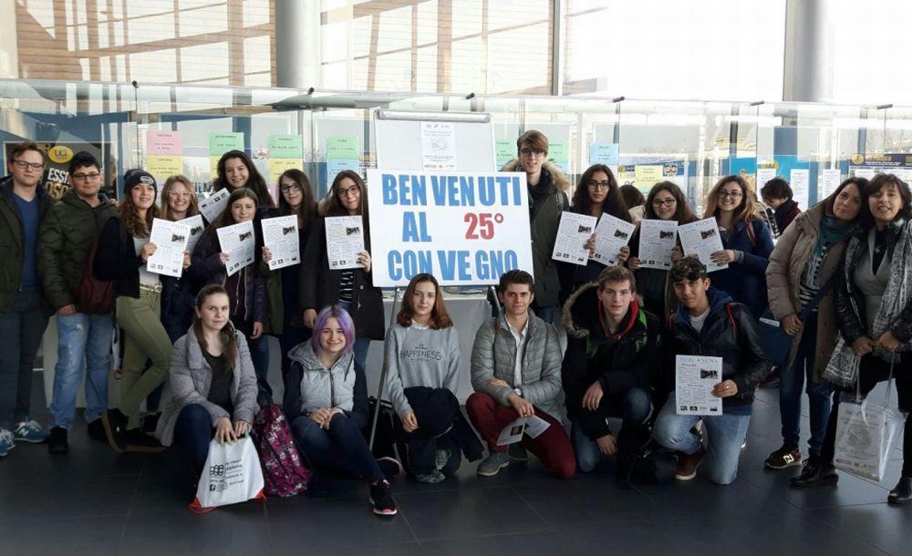 Tanti giovani tortonesi a Milano per il convegno sulla stampa studentesca. Interviste ai protagonisti
