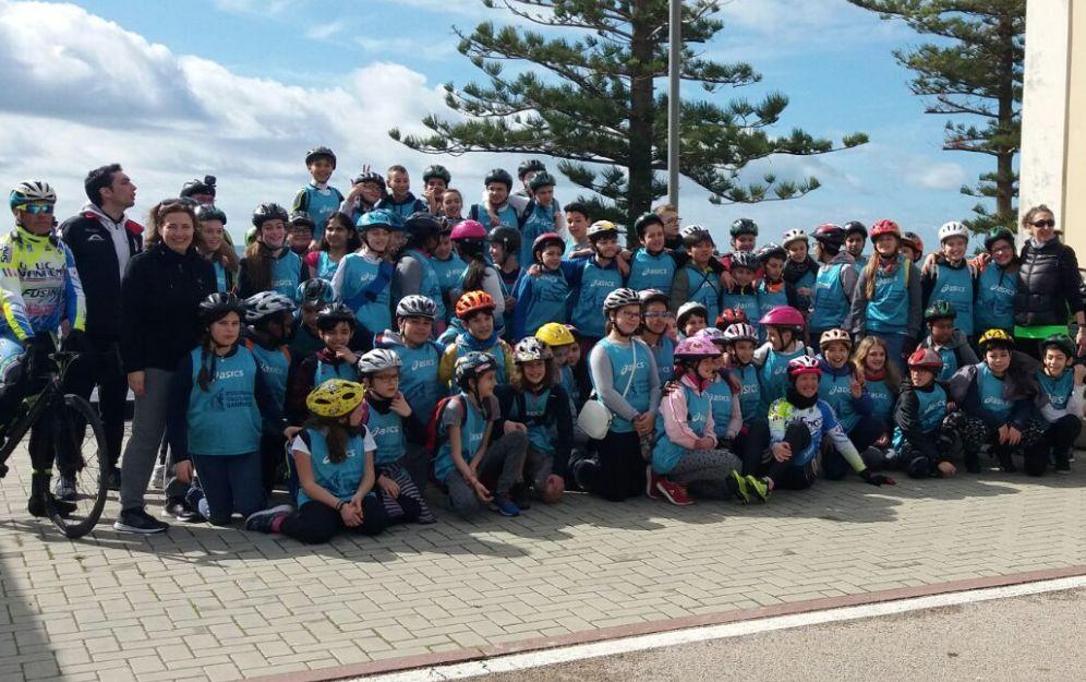 Sport e divertimento all'iniziativa in bicicletta degli studenti  dell'istituto Calvino di Sanremo