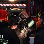Brucia un tetto a Valenza, i pompieri lavorano per oltre 4 re
