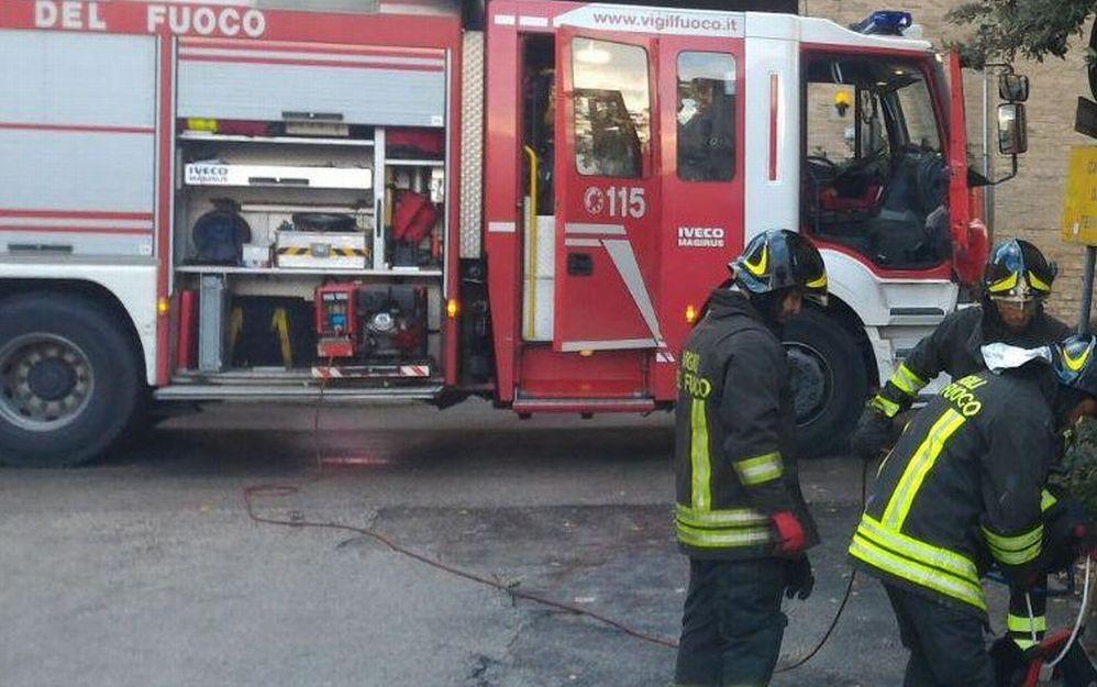 Garage a fuoco a Tagliolo Monferrato, ingenti i danni