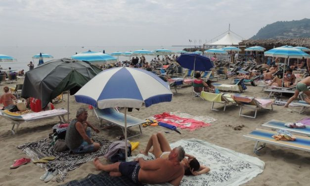 La voce fuori dal coro: divieto di fumare in spiaggia a Diano Marina? Magari. Purtroppo si può