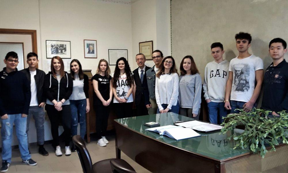 """I giovani del """"Marconi"""" di Tortona vincono il concorso """"Diventiamo cittadini europei"""""""