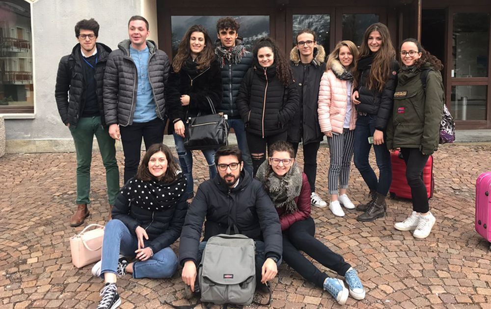"""Giovane rumena tortonese racconta la sua esperienza al concorso """"Diventiamo cittadini europei"""" insieme ai compagni"""