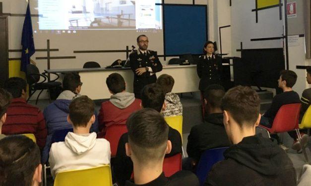 """Al """"Nervi"""" di Alessandria i Carabinieri insegnano la legalità ai giovani studenti"""