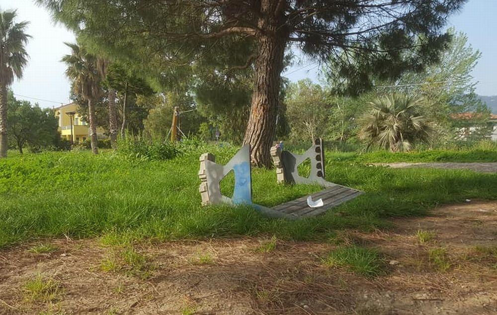 Vandali al parco di via Giaiette a Diano Marina, abbandonato e nell'incuria
