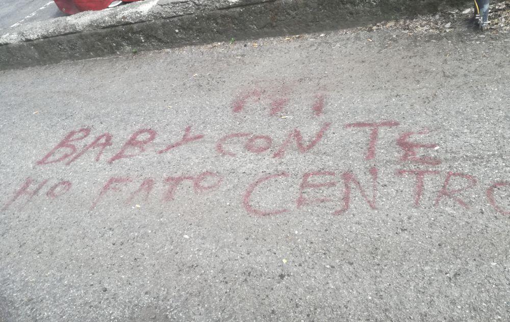 A Tortona stranieri armati di bombolette spray imbrattano l'asfalto all'area ex Fassini
