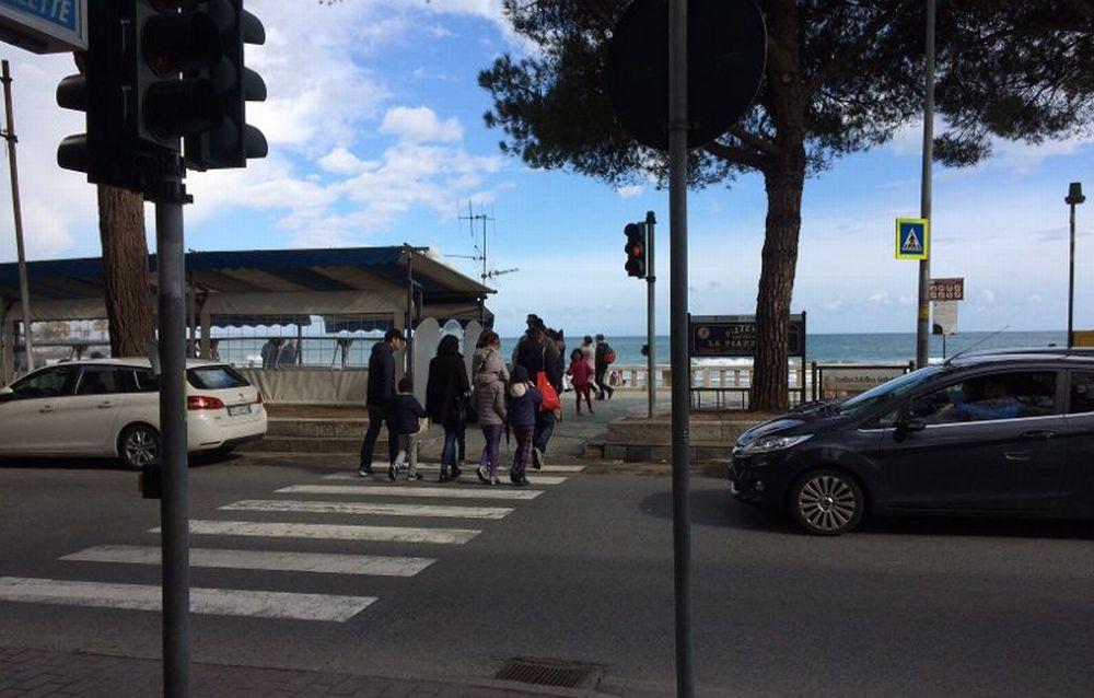 Il semaforo di Diano Marina verrà sostituito con un nuovo impianto