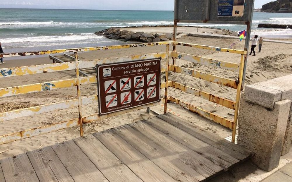 Diano Marina, spiaggia ex Camandone: dovremo vedere questo schifo anche nell'estate 2018?