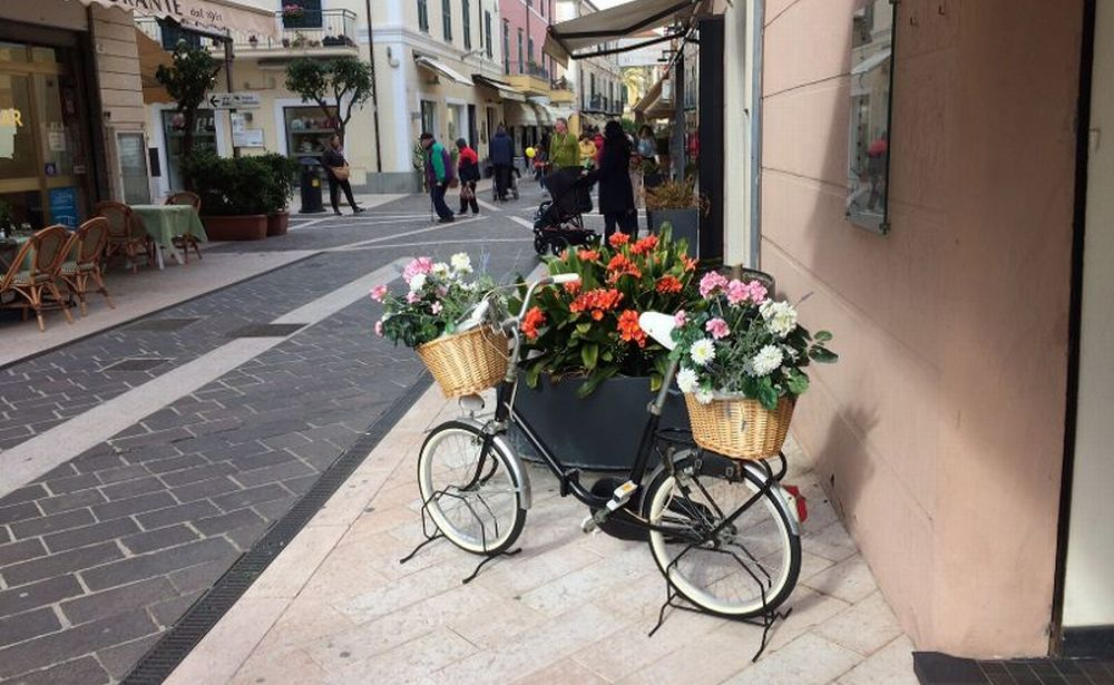 Via Genova a Diano Marina, ecco l'arredo urbano auspicato dal sindaco Giacomo Chiappori