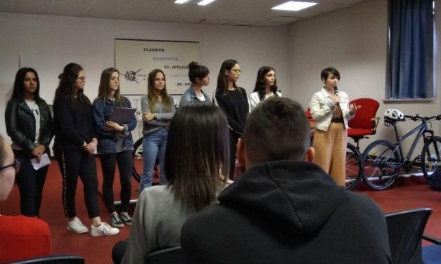 """Sei studentesse del liceo Amaldi di Novi Ligure premiate dalla Fondazione Rachelina Ambrosini per il progetto """"Ciclismo contro il bullismo"""""""