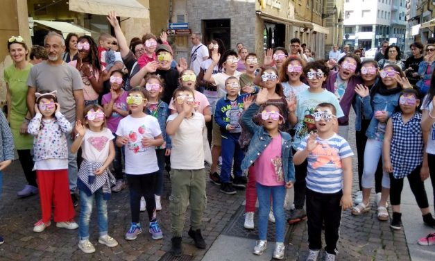 60 bambini di Novi Ligure sono andati alla ricerca di Parodo. Le immagini dell'iniziativa per valorizzare il Commercio