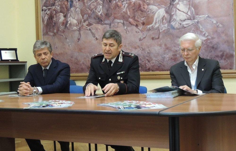 Contro le truffe agli anziani i carabinieri di Tortona distribuiscono gratis una rivista che spiega quali sono e come difendersi