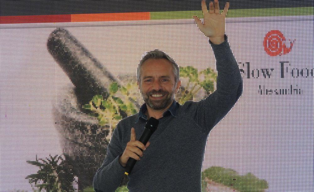 Il Dianese Gianni Rossi ricorda Fabrizio De André sul Red Carpet di Sanremo
