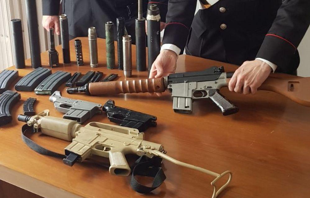 Nascondeva queste armi all'interno della sua abitazione a Serravalle Scrivia, arrestato
