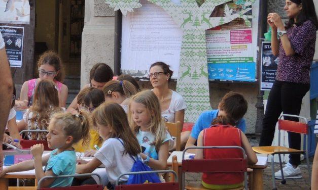 Tanti bambini al Book festival organizzato dal Comune di Tortona. le immagini