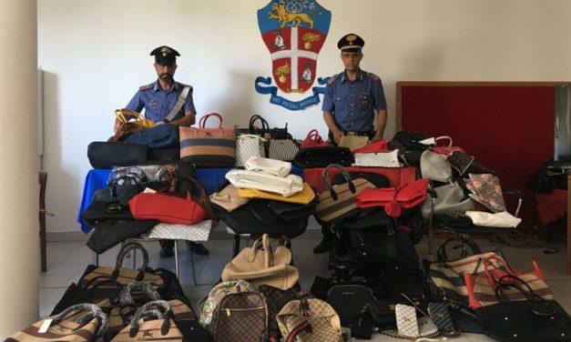Controlli dei Carabinieri al mercato di Sanremo, sequestrati centinaia di capi contraffatti
