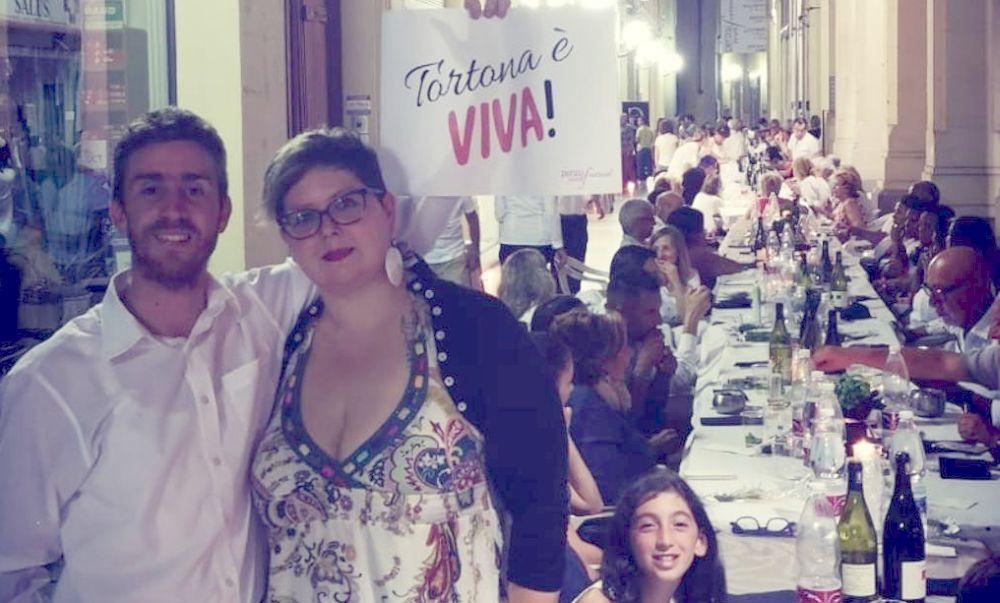 La cena sotto i portici di Tortona richiama oltre 180 persone ed è un successo