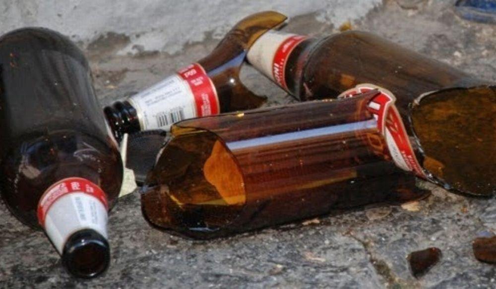 Rapinatore messo in fuga dai commessi che gli lanciano bottiglie di birra all'Eurospin di Casale Monferrato