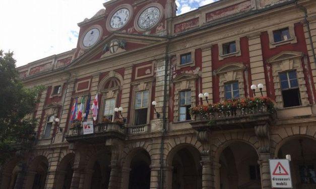 Alcuni manifestanti impediscono lo svolgimento del Consiglio comunale di Alessandria