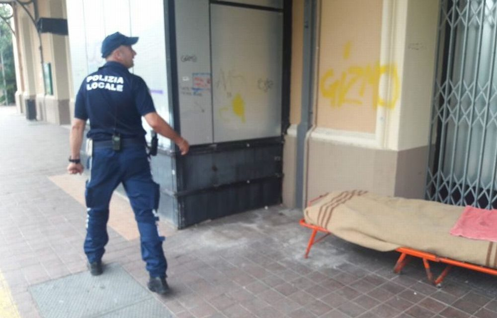 La vecchia stazione di Diano Marina usata come Dormitorio all'aperto, scoperto dalla Polizia locale