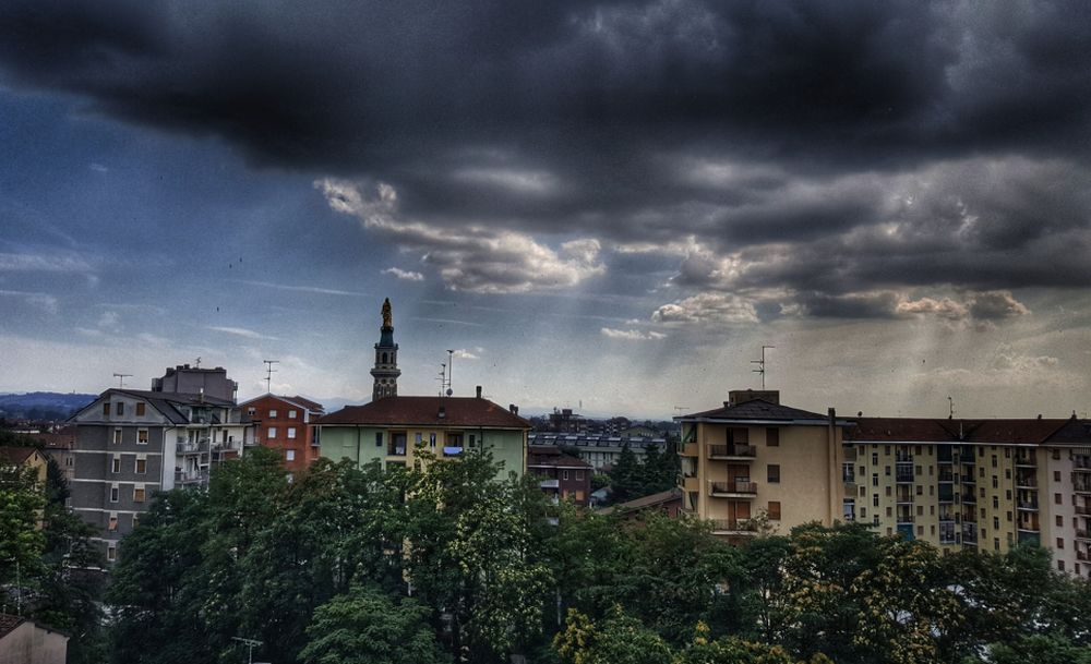 C'é Oggi Tortona: splendida immagine di Dino Giacomo Zanardi sul temporale di ieri