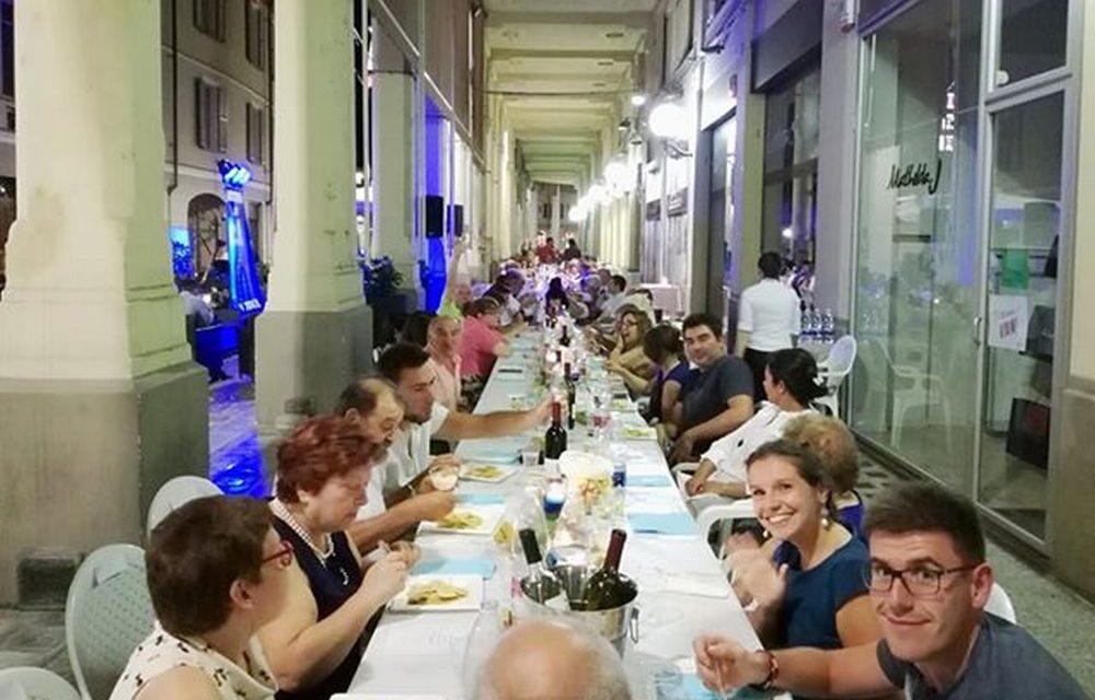 Nuova maxi cena sotto i portici di Tortona e nuovo successo. Le immagini e i protagonisti