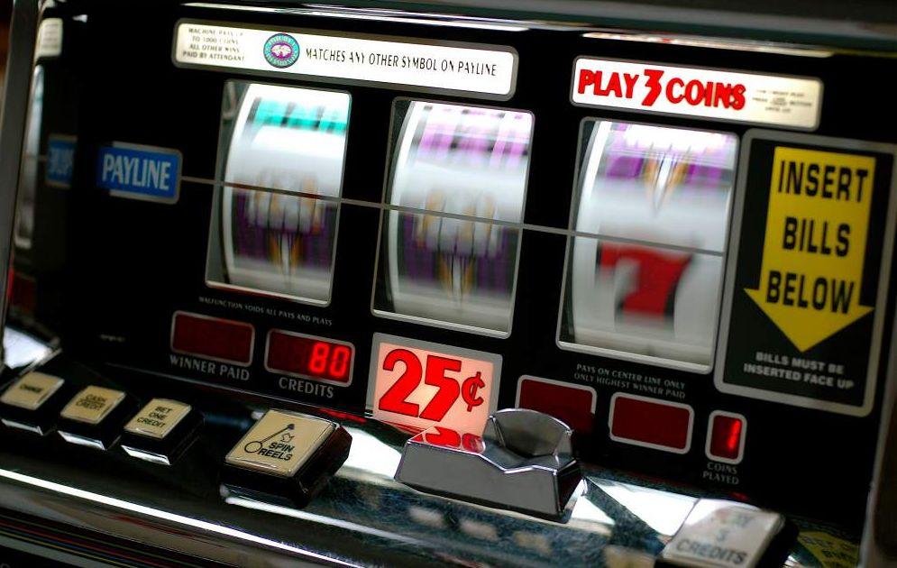 """In tanti comuni del casalese i Carabinieri scoprono videogiochi """"taroccati"""". Nei guai 8 persone"""