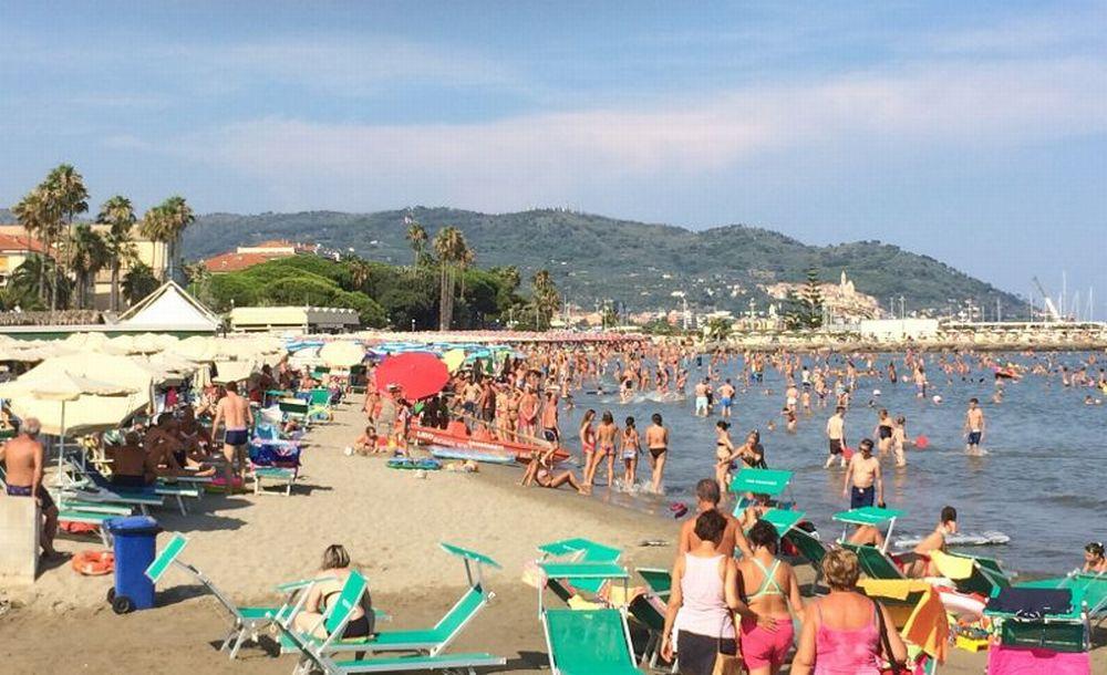 """Mai così tanti stranieri a Diano Marina, la """"Maglia nera"""" del turismo è dovuta al grande calo di italiani: -12%"""