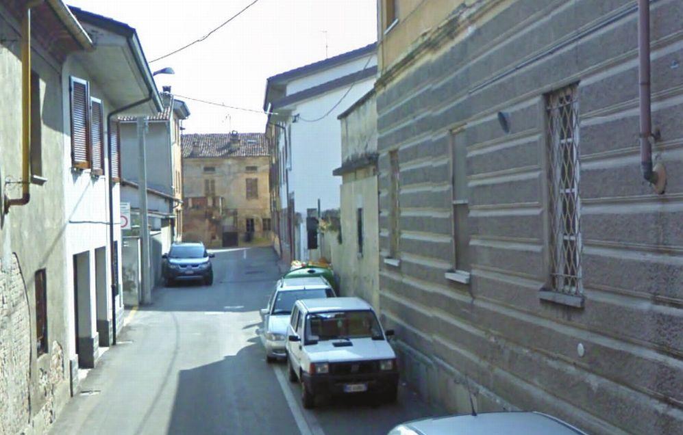 Bimba di tre anni rimane chiusa in casa da sola in via Soldini a Castelnuovo Scrivia