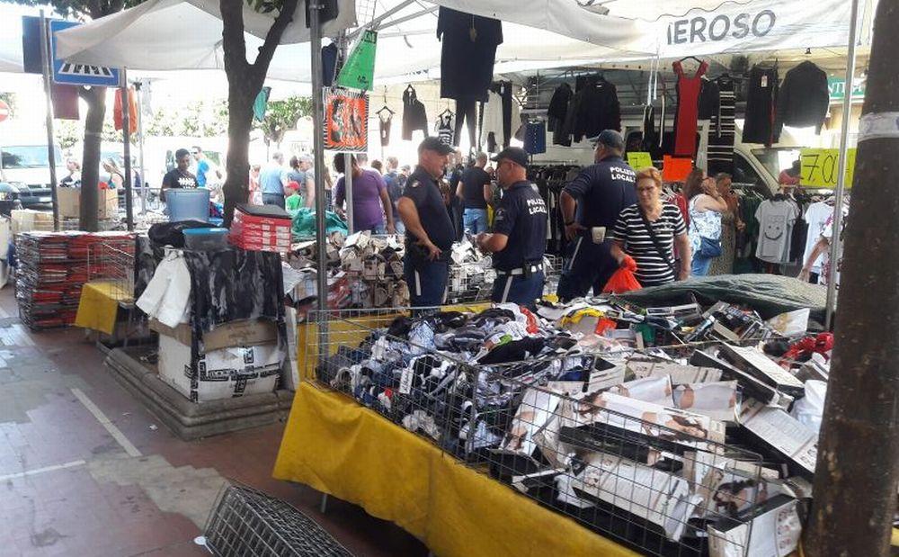 Nuove multe della Polizia Locale di Diano Marina agli ambulanti del mercato che non rispettano le norme