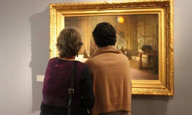 Al Museo del Divisionismo di Tortona le donne guardano rapite i quadri. Aperto nel week end