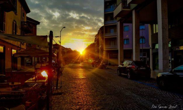 C'è Oggi Tortona: uno splendido tramonto su largo Borgarelli nello scatto di Giacomo Zanardi