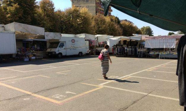 Ampi spazi vuoti al mercato di Piazza Milano a Tortona