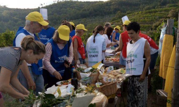 I turisti stranieri nelle vigne di Ranzo per la merenda a km zero