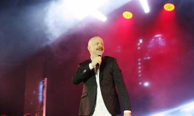 """Il """"tortonese"""" Giacomo Cocola terzo al Festival della musica italiana di New York con una canzone bocciata a Sanremo"""