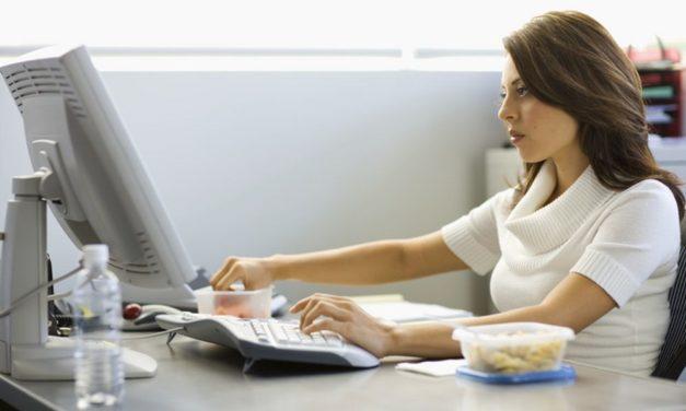 La voce fuori al coro: oggi forse è molto più facile alzare la voce su internet che le chiappe dal computer….