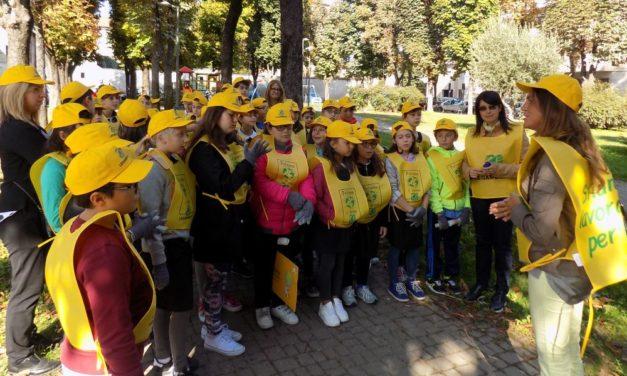 I bambini di Casale Monferrato puliscono il modo