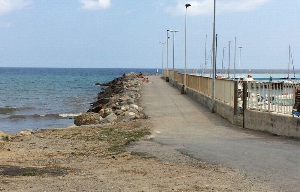 Si deciderà mai Diano Marina a rendere più bella questa passeggiata? Bastano poche panchine e…