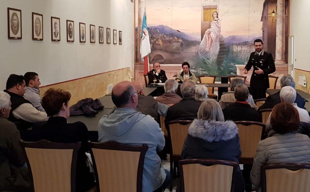 I Carabinieri incontrano gli anziani nella Sala Consiliare del Municipio di Molini di Triora.