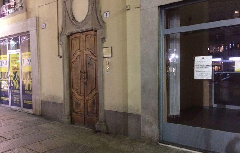 Negozi chiusi in piazza Duomo a Tortona, la conferma che certi settori non hanno futuro