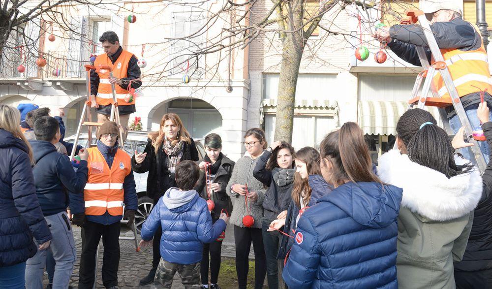 I bambini di Pontecurone hanno realizzato splendidi addobbi natalizi. Le immagini nelle foto di Claudia Nalin