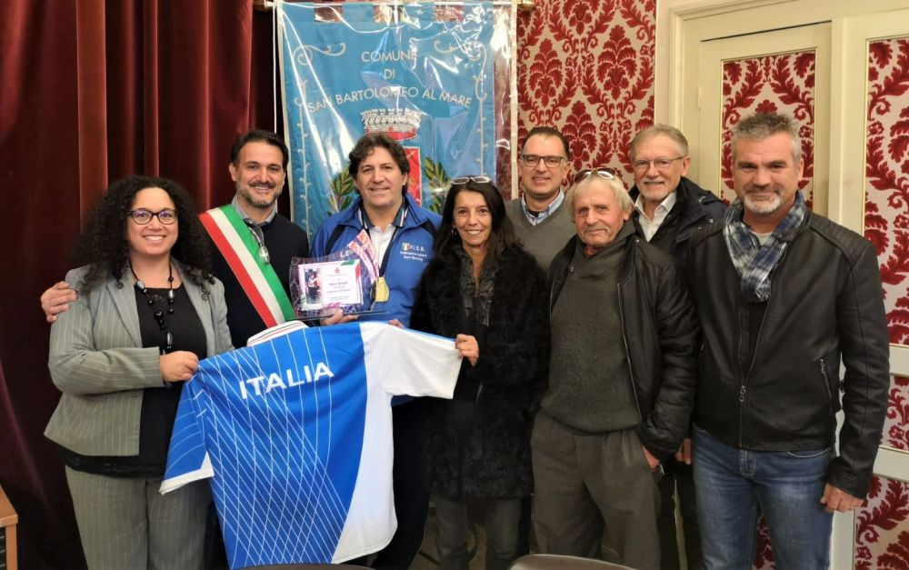 San Bartolomeo, consegnato a Marco Reviglio un riconoscimento dopo la vittoria al Mondiale di bowling a squadre